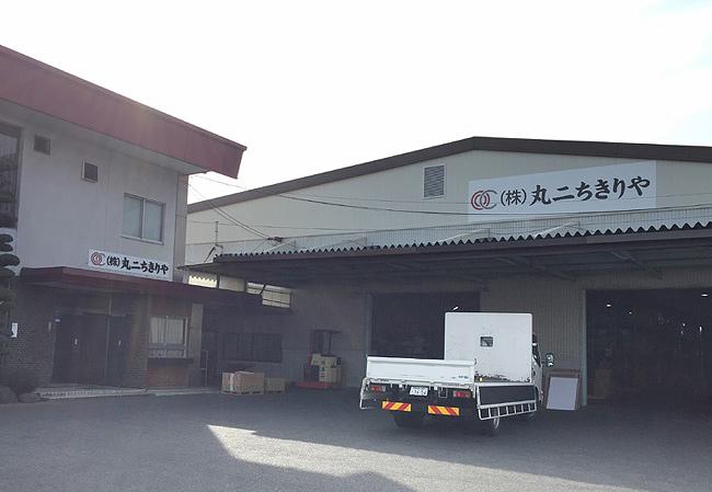 制作実績:丸二ちきりや様 会社合併に伴う社名変更 ・上田本店サイン改修工事 3