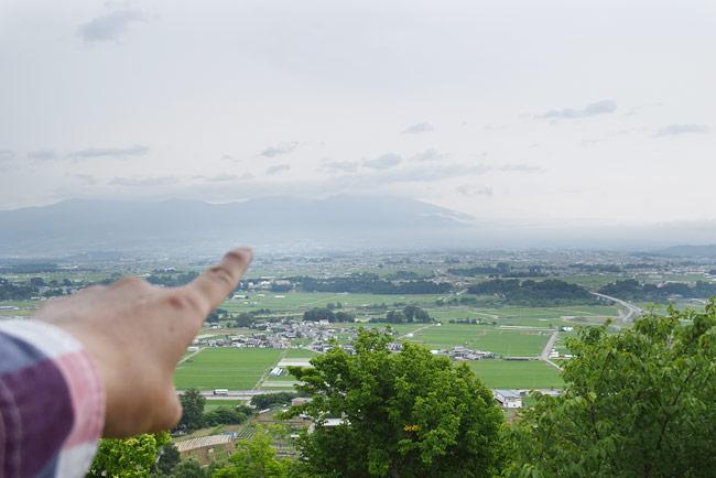 虚空蔵山展望台から浅間山を眺める