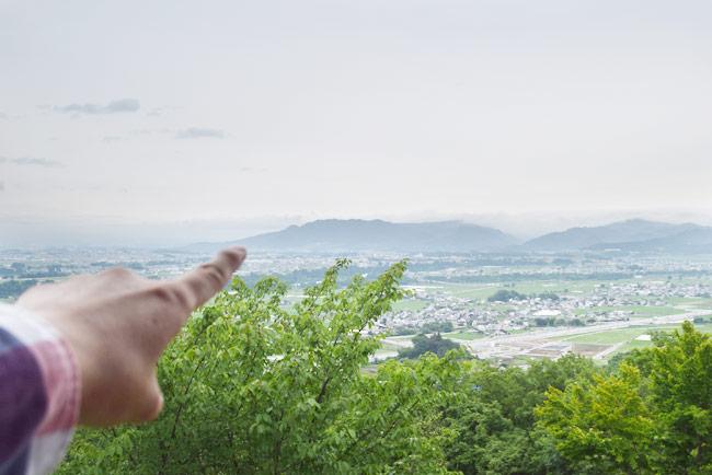 虚空蔵山から平尾山を眺める