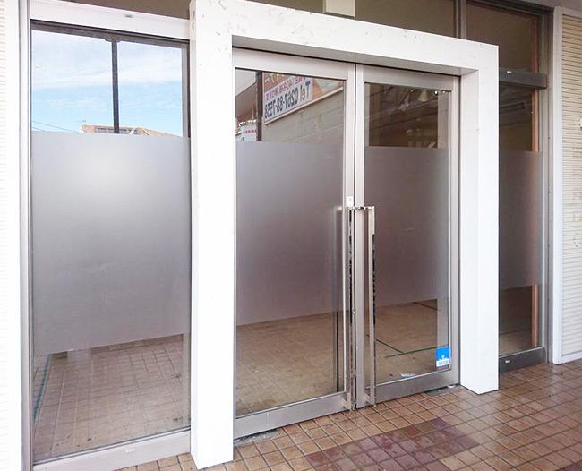 永存第2ビル 様 店舗外観 目隠しフイルム施工(フォグラス貼り)【2】